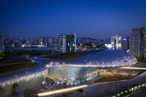 Il progetto avvenieristico di Zaha Hadid a Seoul apre le porte